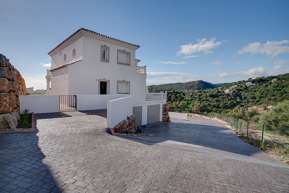 A small development of 4 houses in the hills behind Estepona but just a 10 minute drive to the centr, Spain