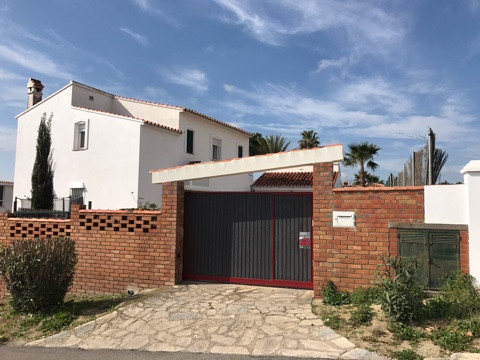 Villa for sale in Guadiaro