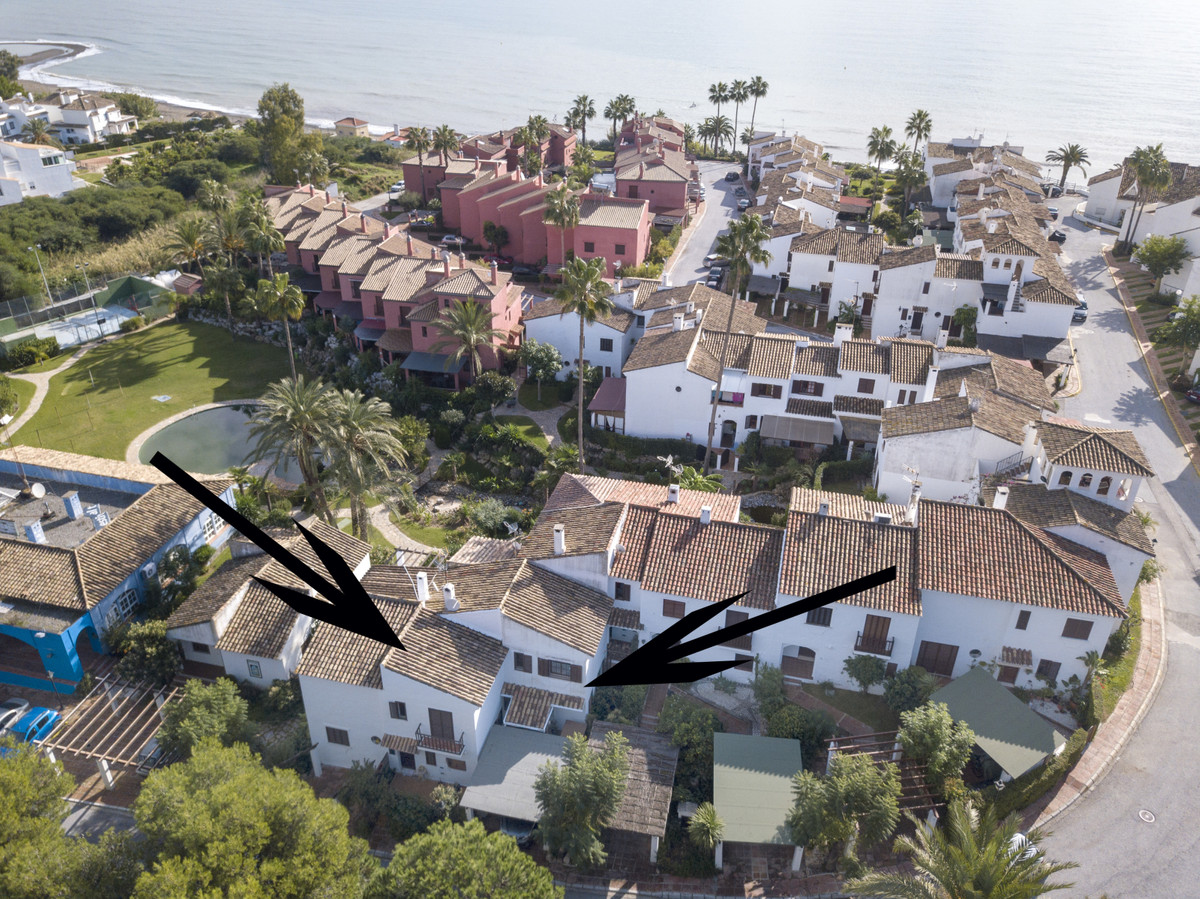 4 bedroom beachside house with direct access from the terrace to the communal pool and gardens.  Tow, Spain