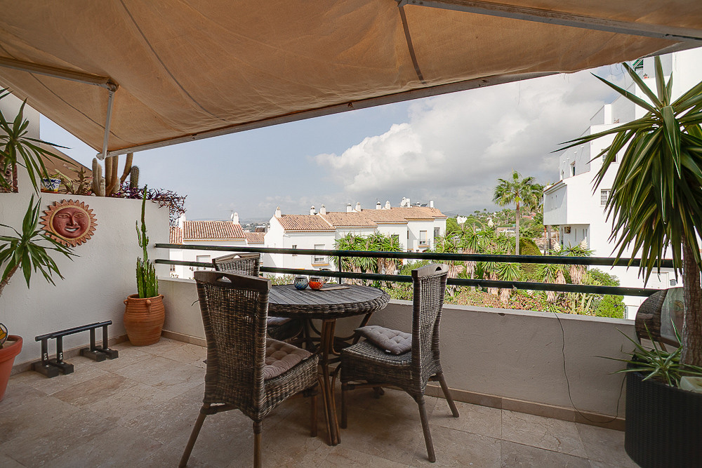 Duplex Penthouse located in Estepona close to the marina. You enter the property into a small hallwa,Spain