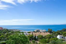 Large plot for sale with amazing sea views.  In a quiet residencial area, but only minutes away from, Spain