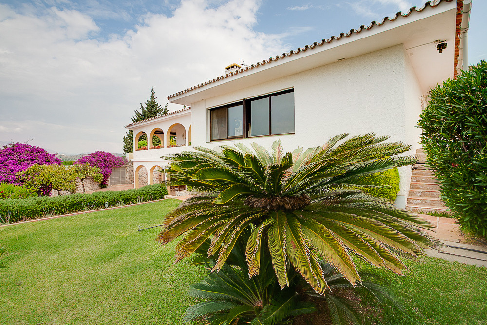 Beautiful 4 bedroom family home in the highly sought after Urbanization of La Sierrezuela in Mijas C,Spain