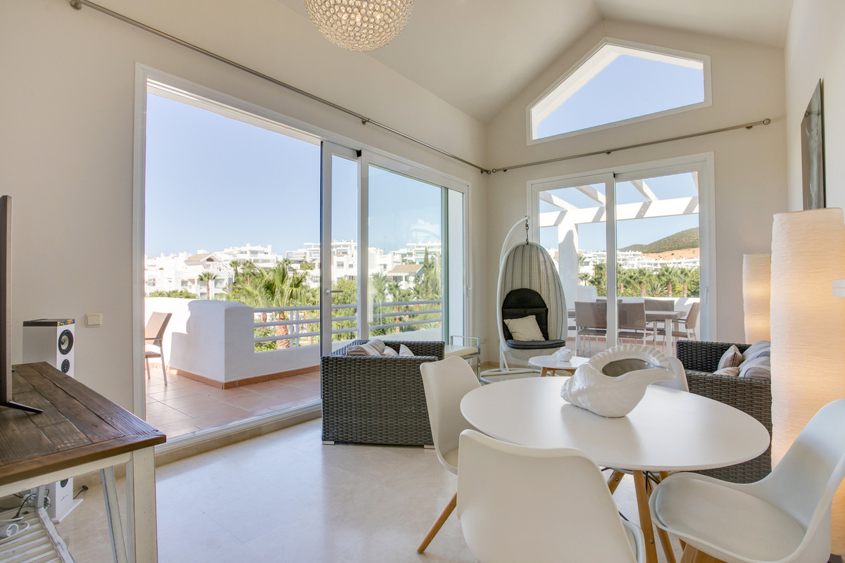 Fantastic 2 bedroom penthouse with panoramic views situated in the well known Alcazaba lagoon comple, Spain
