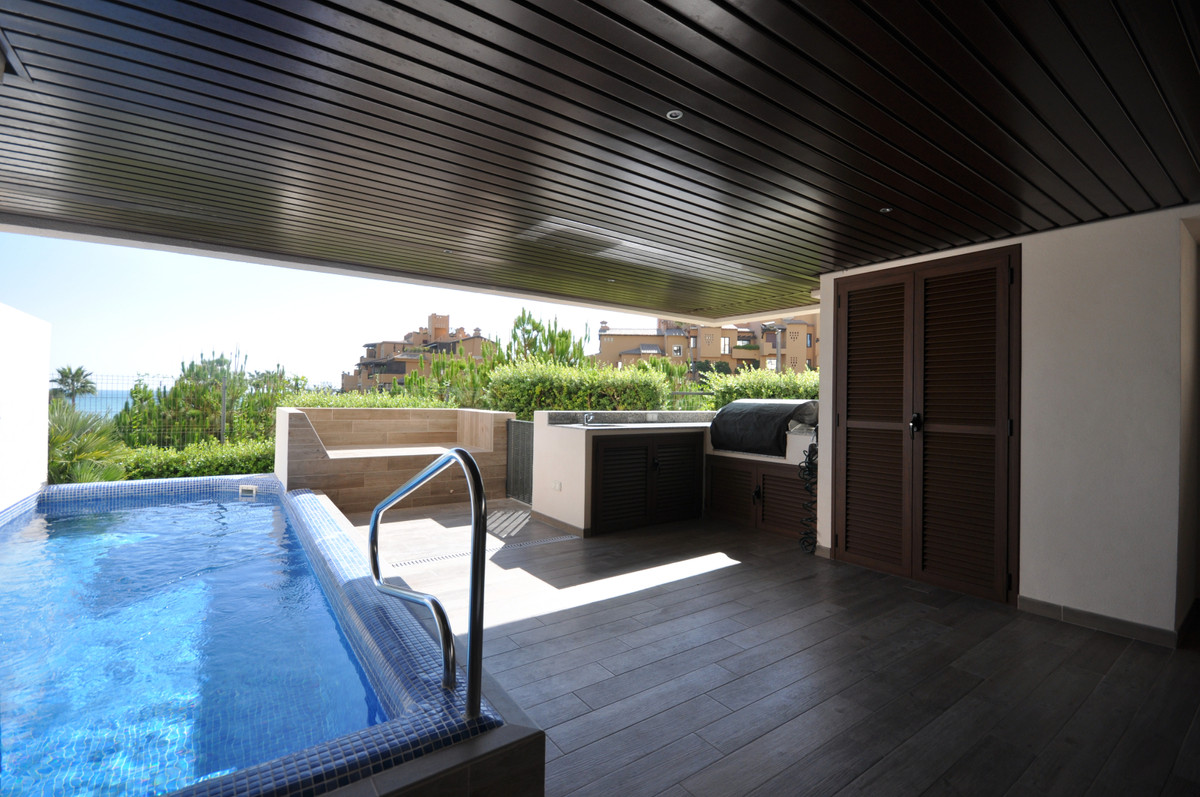 Apartamento en Venta en New Golden Mile – R3703610