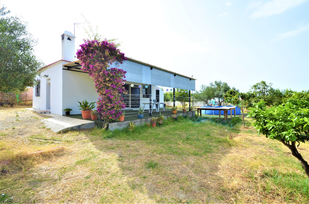 GREAT OPPORTUNITY !. Beautiful COUNTRY HOUSE, on a 2500m2 PLOT, ALL FLAT, with lots of FRUIT TREES a, Spain