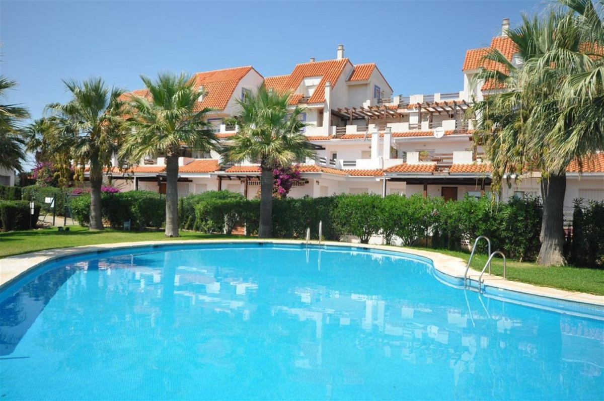 Beautiful and comfortable apartment located, 1km from the beach and  only 10 minutes drive from Sabi, Spain