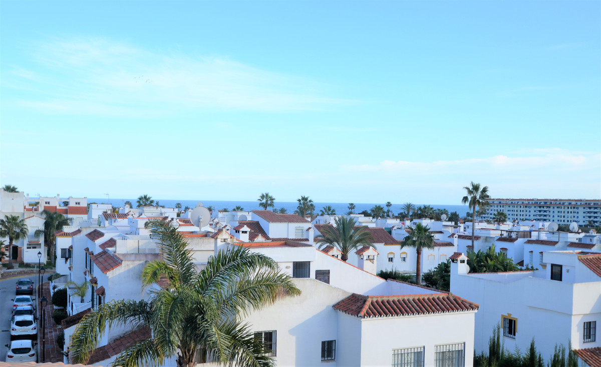 COZY PENTHOUSE WITH TERRACE, SOLARIUM, VIEWS TO THE SEA, NEXT TO THE WELL KNOWN DONA JULIA GOLF CLUB,Spain