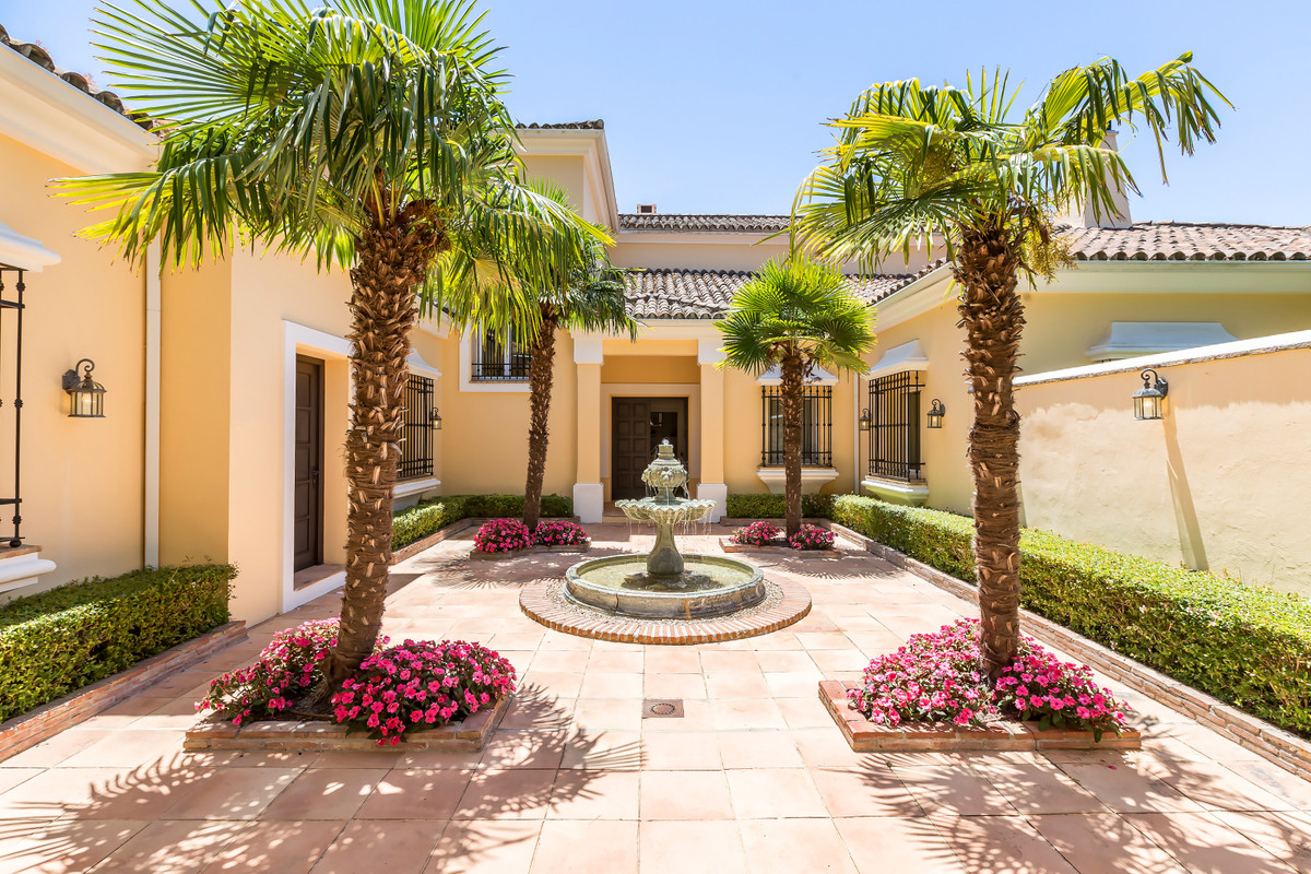 EXCEPTIONAL LUXURY VILLA MAGNIFICENTLY LOCATED in a very quiet place in the prestigious Urb. SOTOGRA,Spain