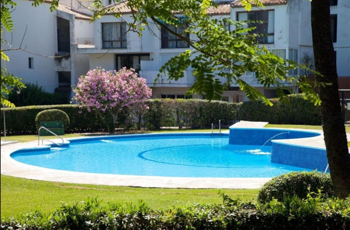 BEAUTIFUL APARTMENT ON FIRST LINE BEACH COMPLEX, north facing views to the mountains, community with,Spain