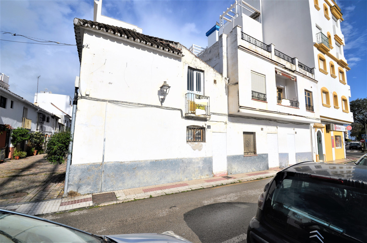 GREAT PLOT IN ESTEPONA´S HEART, east facing, located at downtown district, with all kinds of shops r, Spain