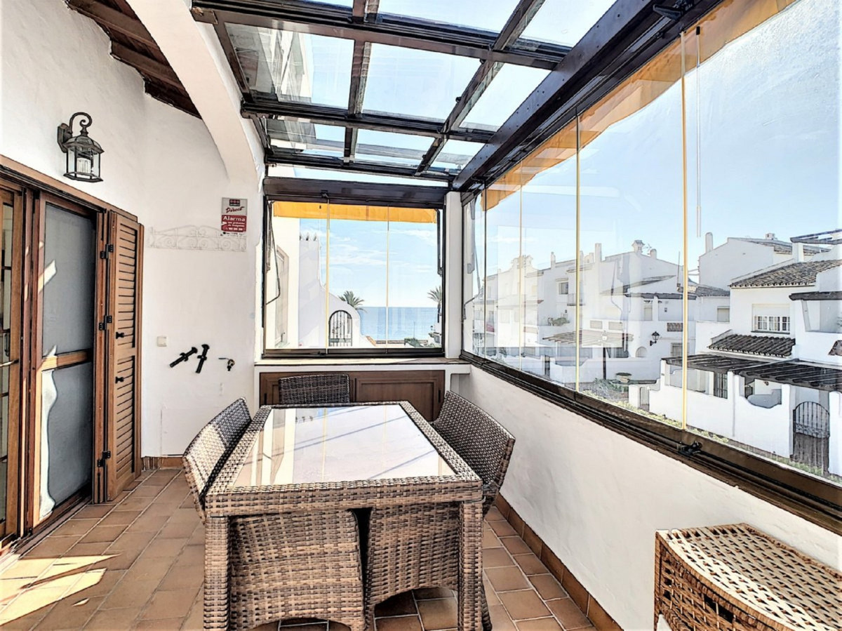 BEAUTIFUL FIRST LINE BEACHCOMPLEX APARTMENT, WITH LOVELY VIEWS TO THE COMMUNITY AND SEA .Excellent l, Spain