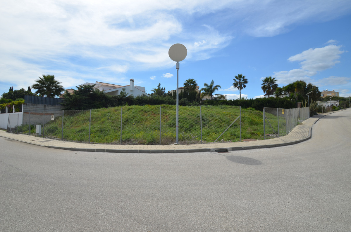 Magnificent CORNER PLOT WITH SEA VIEWS in Bahia de Casares. This plot is located in a nice complex, ,Spain