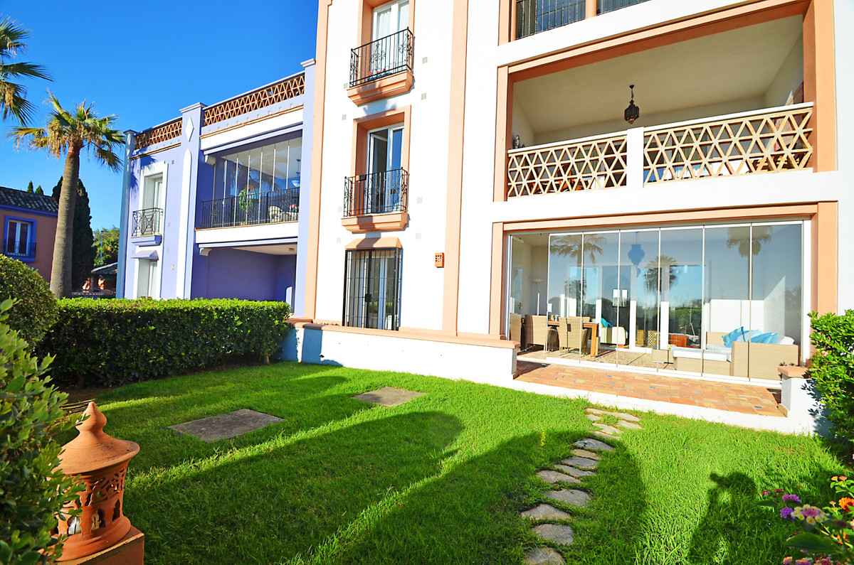 FANTASTIC 1ST LINE BEACH, GROUND FLOOR APARTMENT WITH PRIVATE GARDEN located in the expectacular La ,Spain