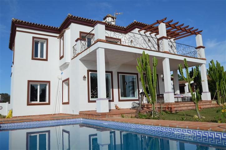 Villa 4 Dormitorios en Venta Manilva