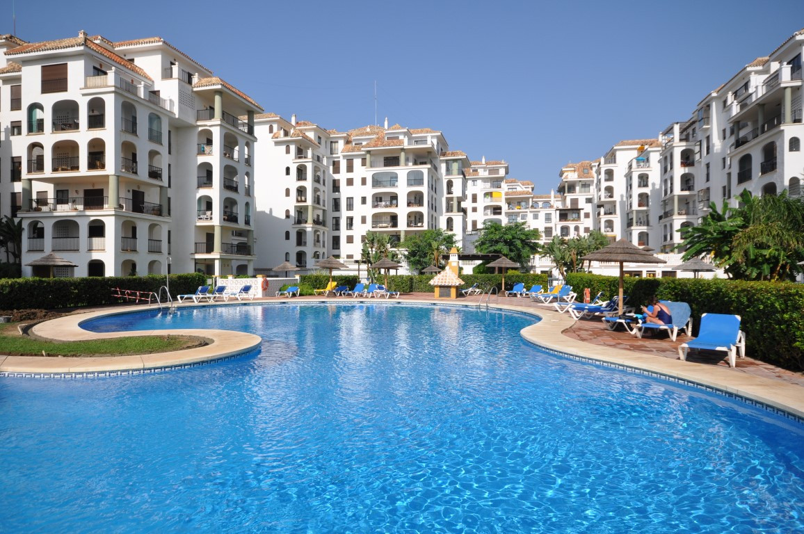 Magnificent  FRONT LINE BEACH PENTHOUSE with gorgeous views  over  the sea and the swimming pools,  , Spain