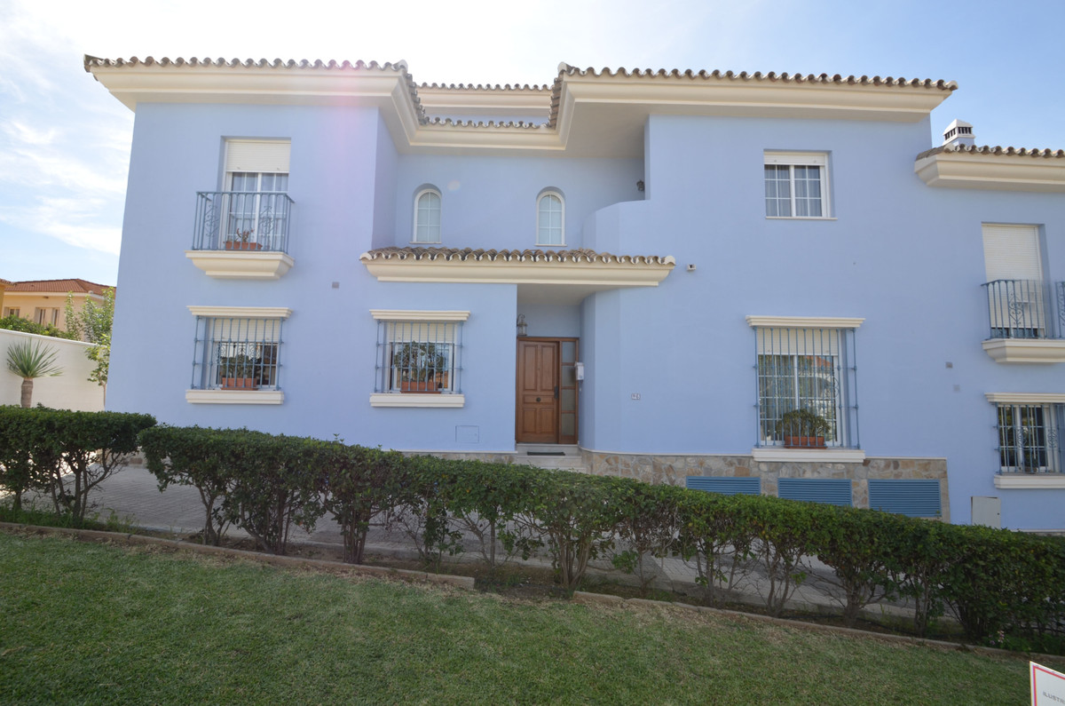 VERY COZY AND SPACIOUS SEMI-DETACHED HOUSE  located in a peaceful townsquare of Pueblo Nuevo, de Gua Spain