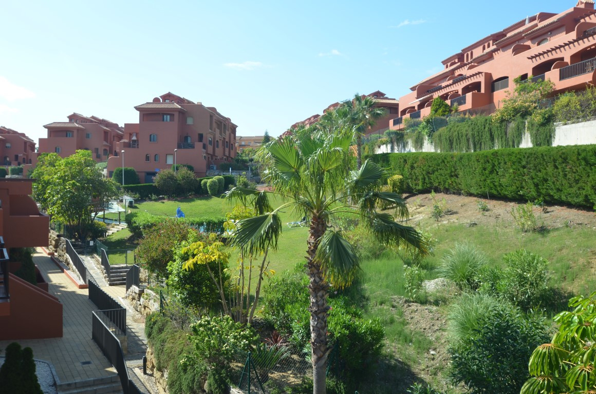 Top quality duplex penthouse apartment, southeast  facing, just 200 mts from the beach. Located a fe, Spain