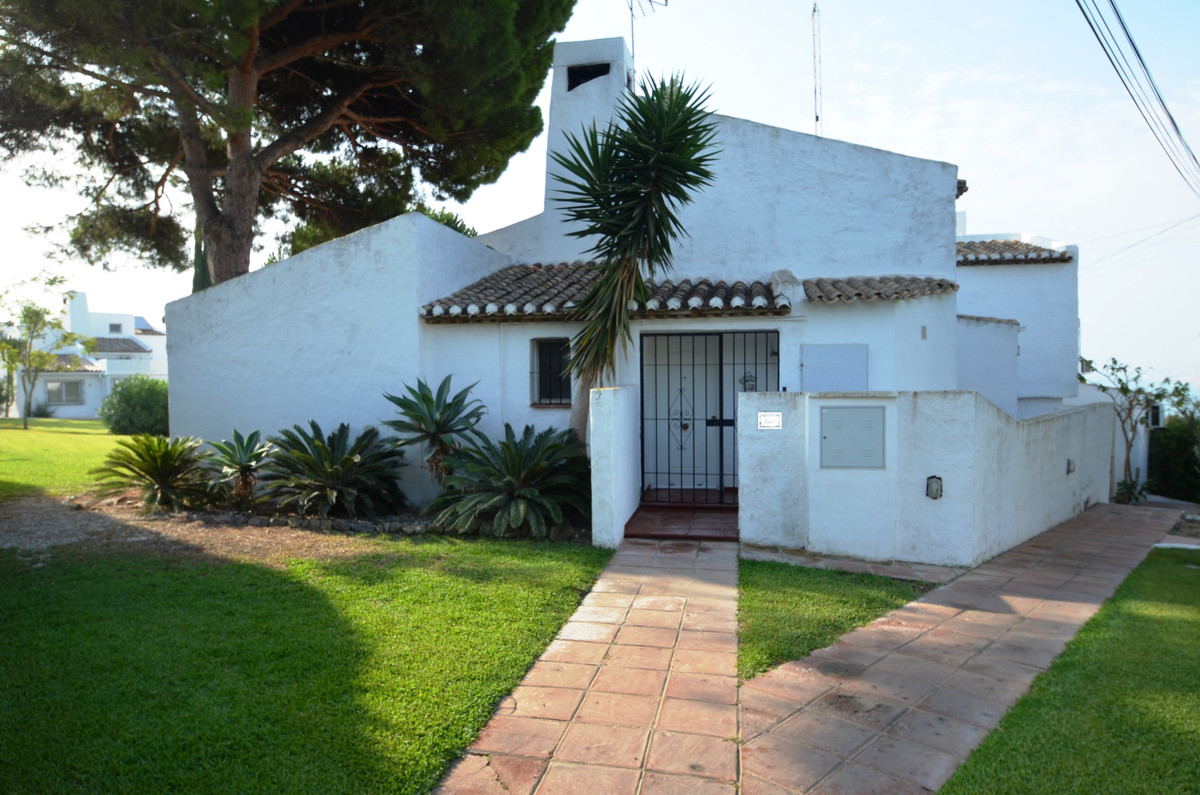 Attractive semi detached rustic style villa. Completely renovated 10 years ago, it is absolutely in ,Spain