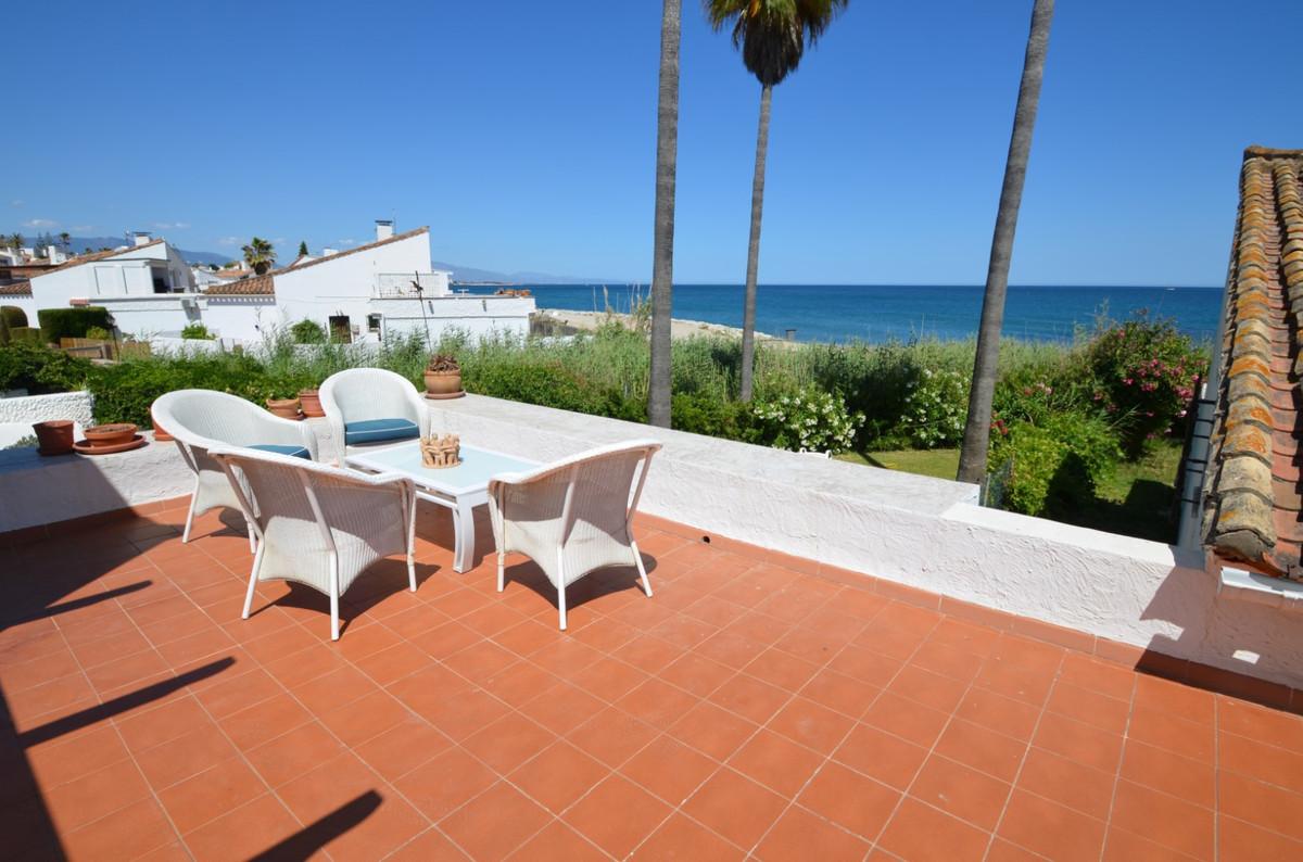 Villa te koop in Estepona R3444667