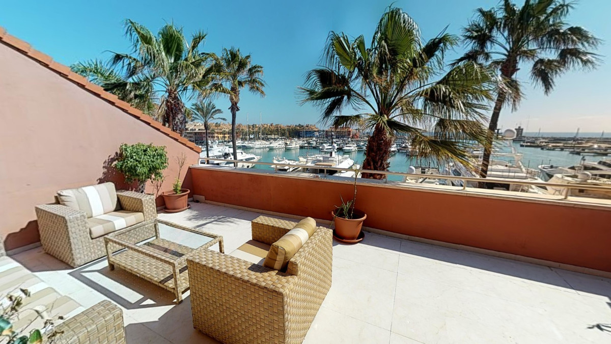 Magnificent DUPLEX PENTHOUSE apartment with amazing views of the sea and Marina: Located in one of t,Spain