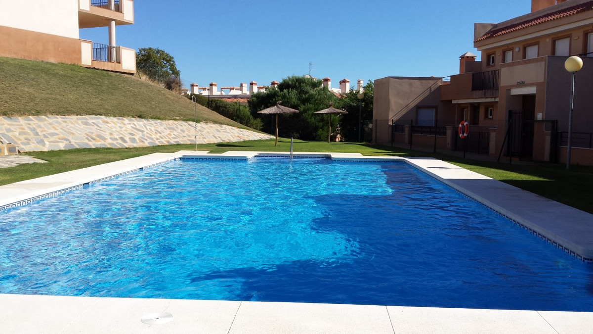 Magnificent PENTHOUSE apartment with large SOLARIUM in an elevated position, situated in fronf of go,Spain