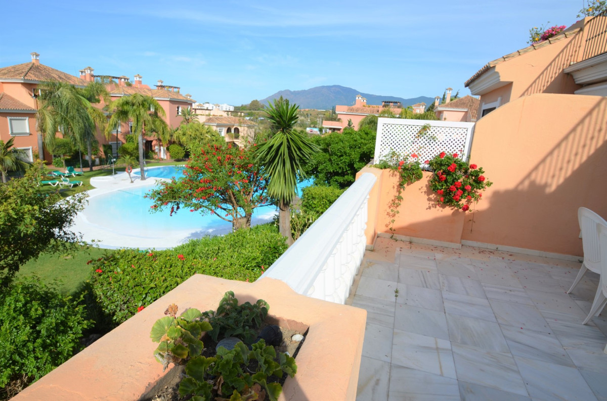 AMAZING Duplex Penthouse with two large terraces and panoramic views to the garden and the mountains,Spain