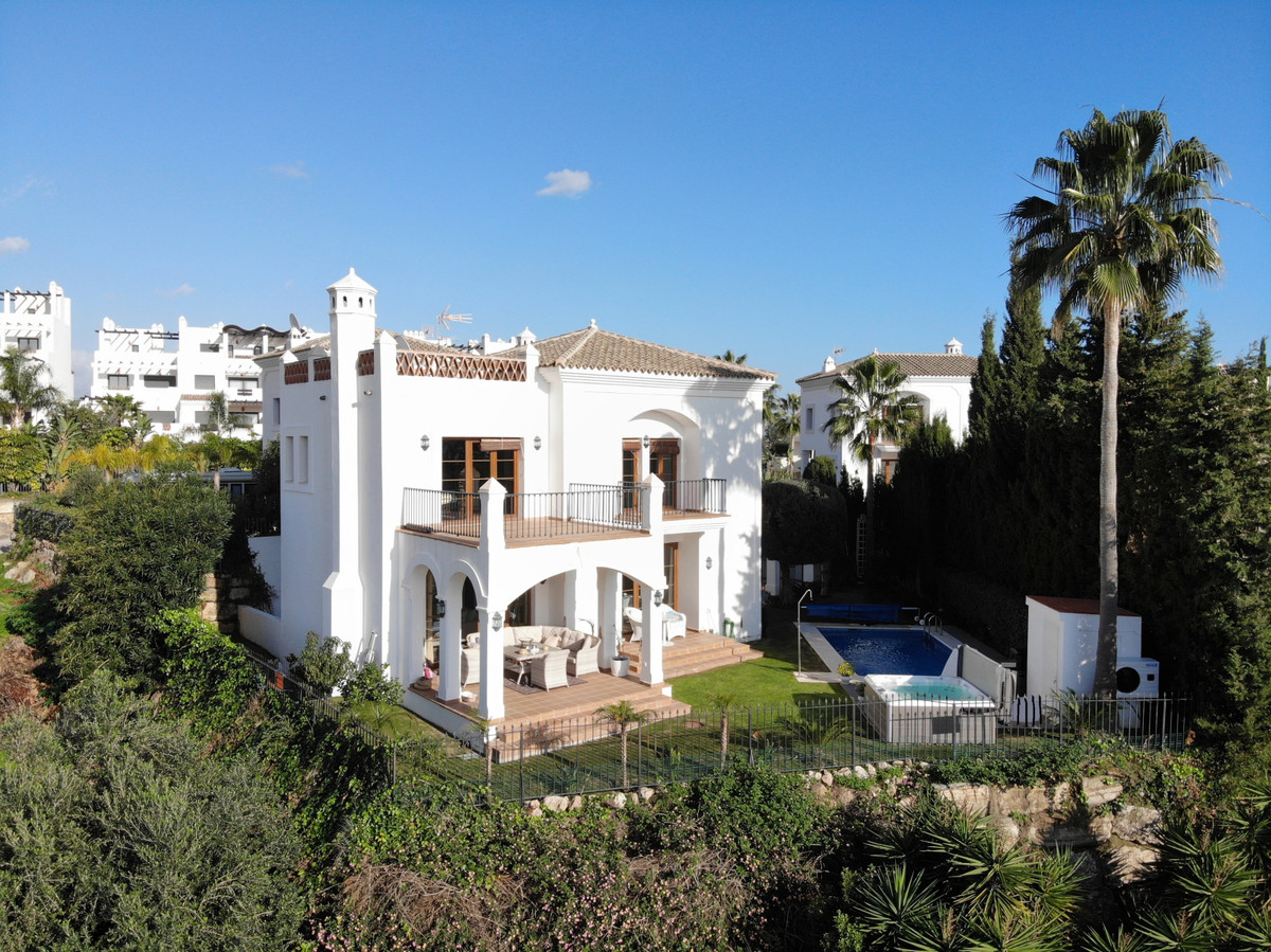 HIGH QUALITY 1ST LINE GOLF VILLA. Enjoy BEAUTIFUL VIEWS OVER THE GOLF COURSE, THE SEA, GIBRALTAR tow, Spain