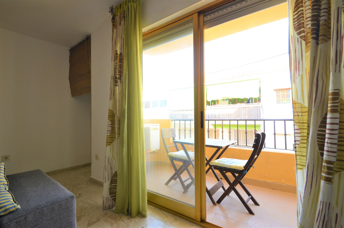 R3629573 | Middle Floor Apartment in Estepona – € 137,000 – 1 beds, 1 baths