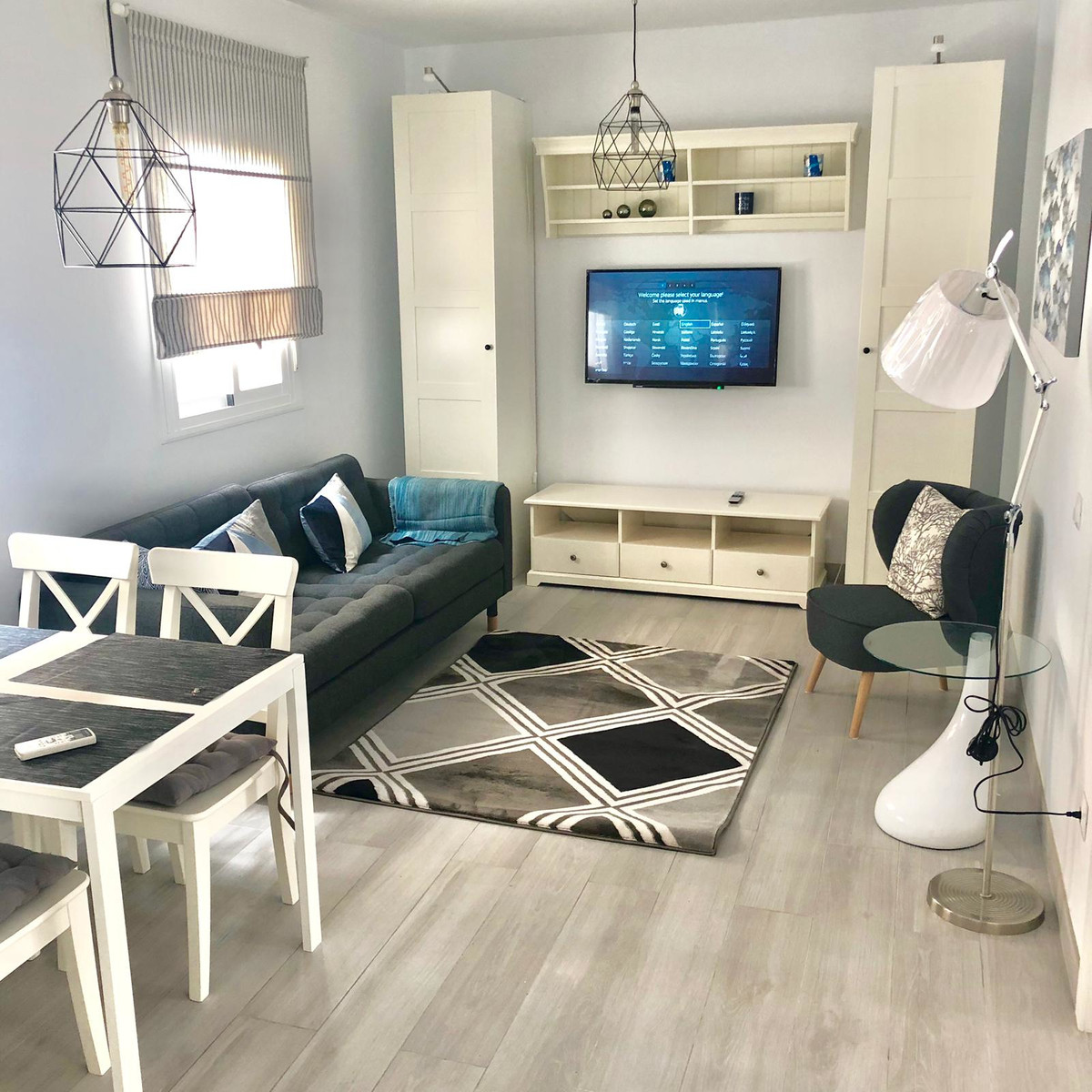 Middle Floor Apartment for sale in Estepona R3632123