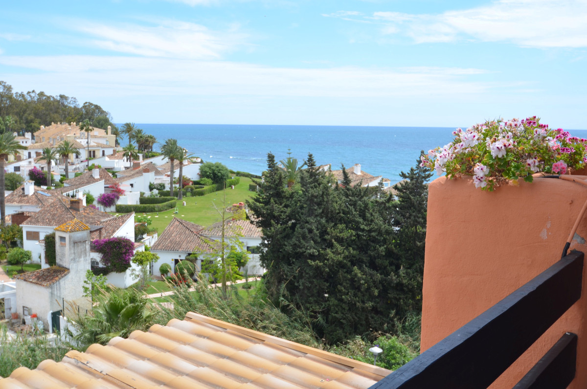 Fantastic PENTHOUSE with SEA VIEWS FROM the LARGE TERRACE. located on A FIRST LINE BEACH COMPLEX in ,Spain
