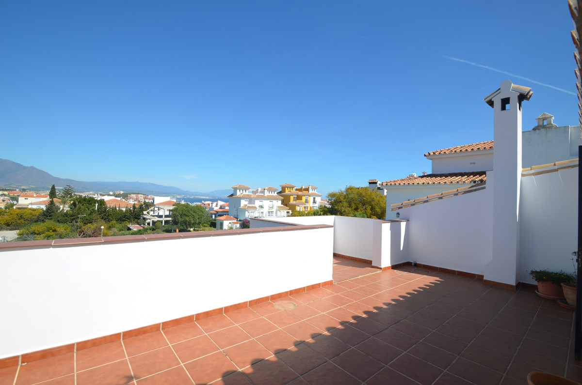 Attractive semi detached house on elevated position demanding PANORAMIC VIEWS OVER THE MOUNTAINS  an, Spain