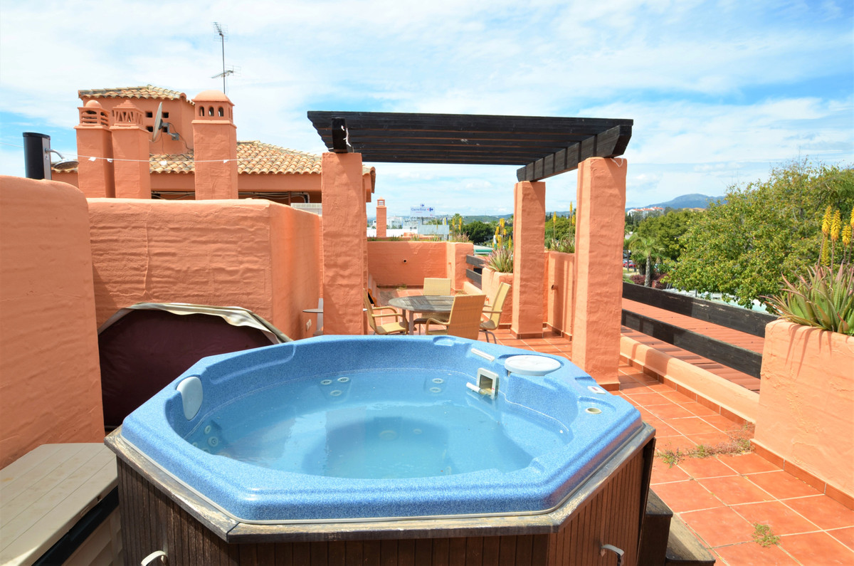 Fantastic PENTHOUSE located on A FIRST LINE BEACH COMPLEX in the urban area of Estepona, from where ,Spain