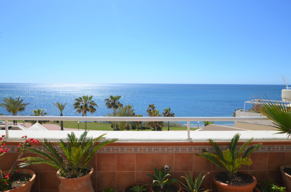 LOCATION, LOCATION, LOCATION!! Amazing 4 bedroom Penthouse!!!. Located in ESTEPONA area, with the MO,Spain