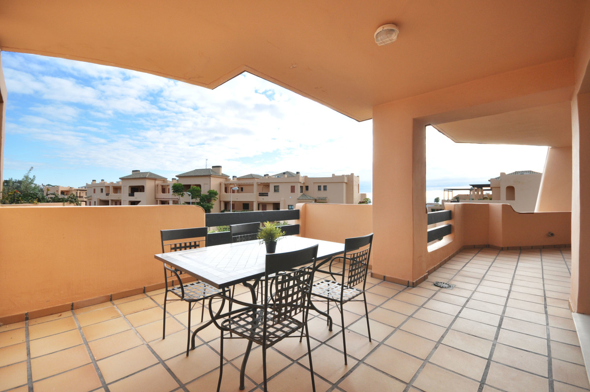 FANTASTIC APARTMENT IN INMACULATE CONDITION TOTALLY FURNISHED, ubicated in priviledged Casares Playa, Spain