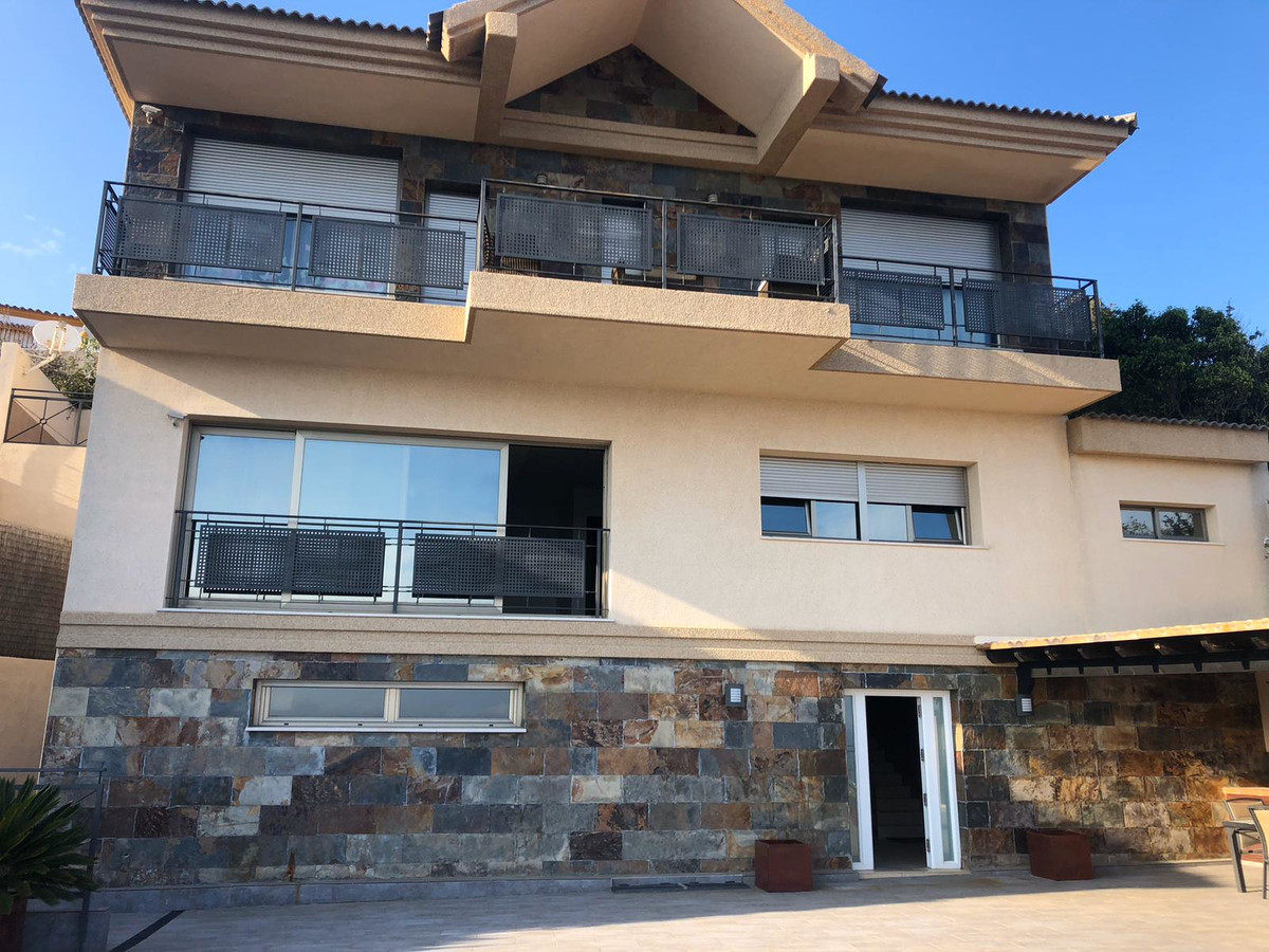 House in Algeciras R3640169 2