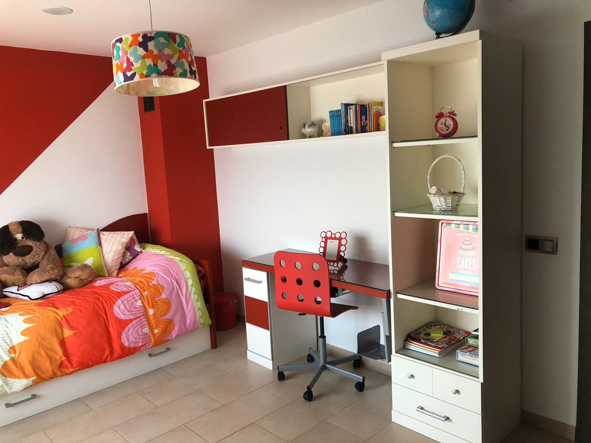 House in Algeciras R3640169 20
