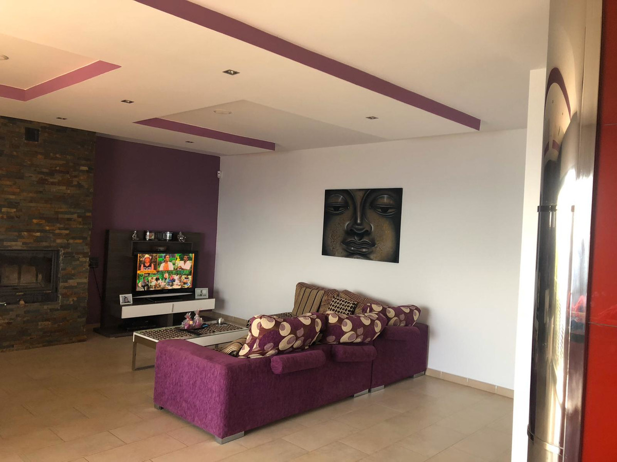 House in Algeciras R3640169 6
