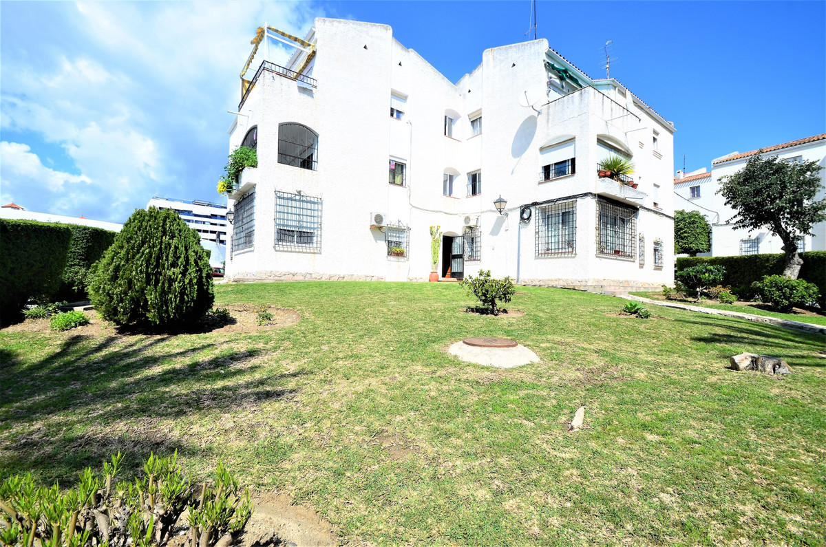 BEAUTIFUL APARTMENT with CHIMNEY, MAGNIFICENT LOCATION, 200 meters from the beach, and 5 minutes wal,Spain