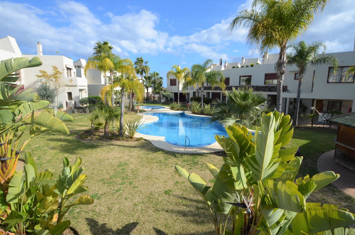Townhouse in a privileged urbanization of Estepona, just 2 minutes from the beach, close to shops an, Spain