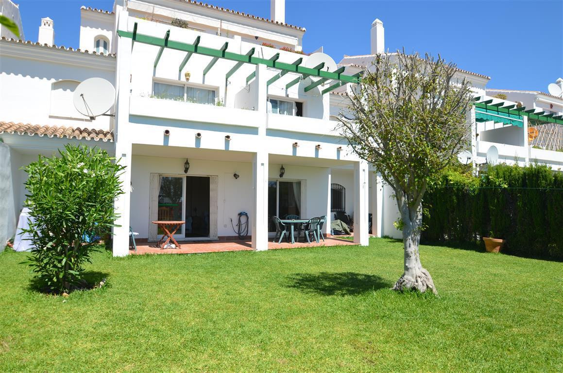 Ground floor apartment  located in a well established and safe community,  close to the popular Puer,Spain