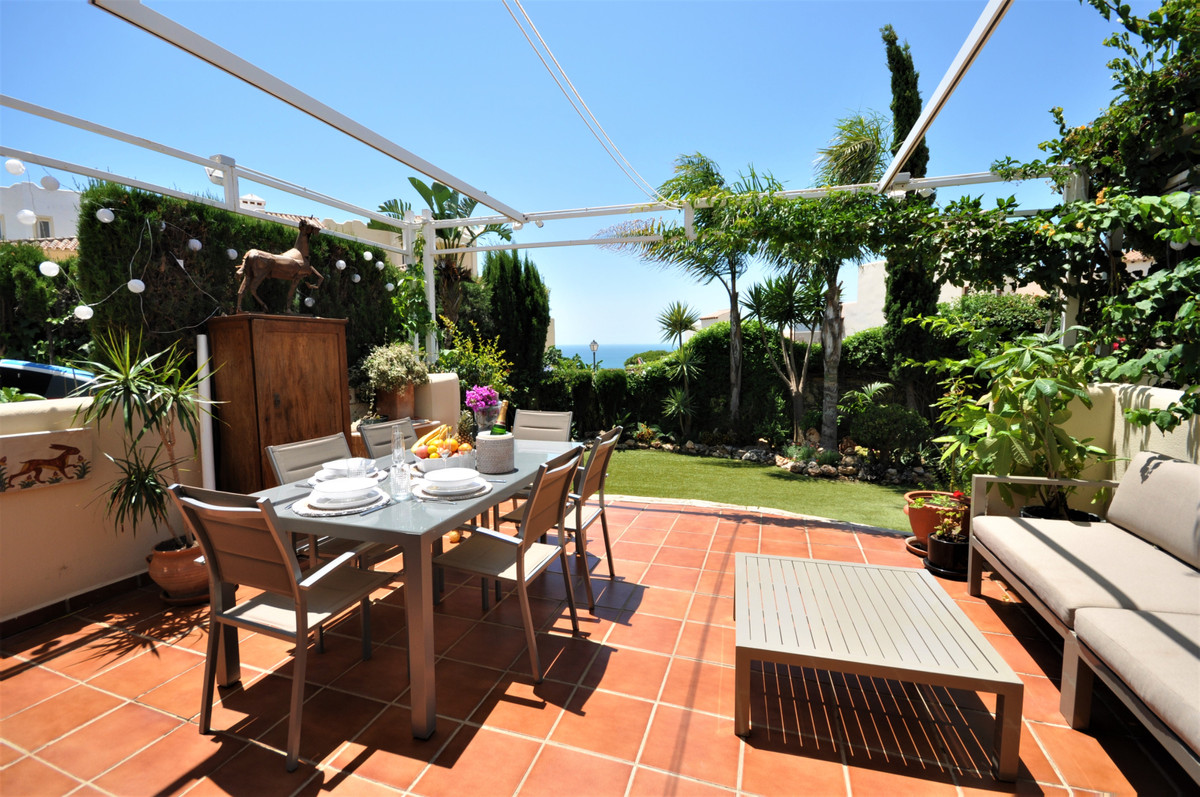 FANTASTIC GROUND FLOOR apartment in Casares coast. With 150m2 of PRIVATE GARDEN with artificial gras, Spain