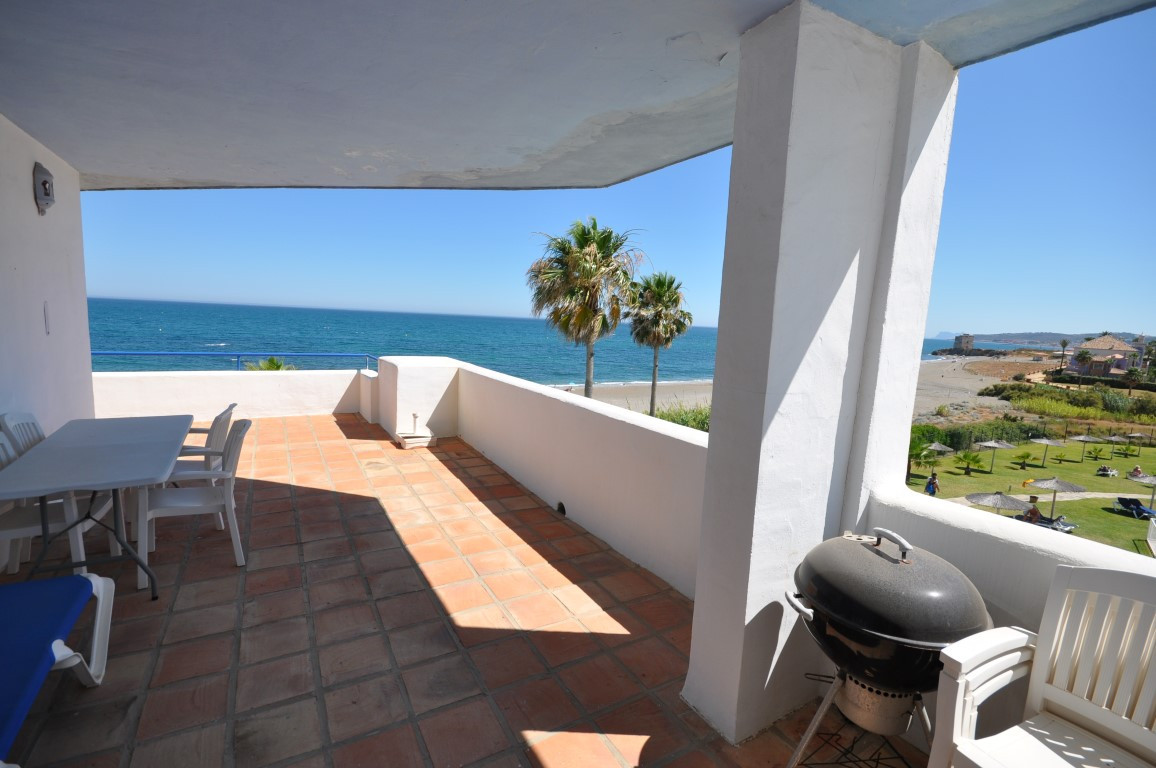 Spectacular penthouse on the beach front with incredible panoramic views of the sea, beach, Gibralta,Spain