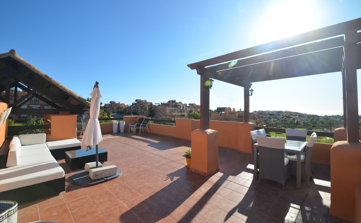 MAGNIFICENT PENTHOUSE, located in the privileged Casares Del Sol, very close to the Finca Cortesin. , Spain