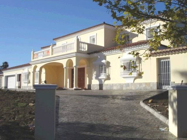 Magnificent brand new villa in elevated position in a quite cul-de-sac in a prestigious area in Soto, Spain