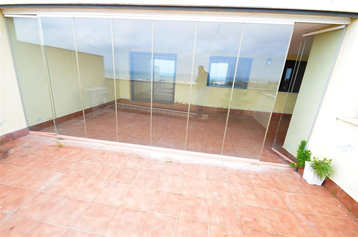 Apartamento con 3 Dormitorios en Venta Casares Playa