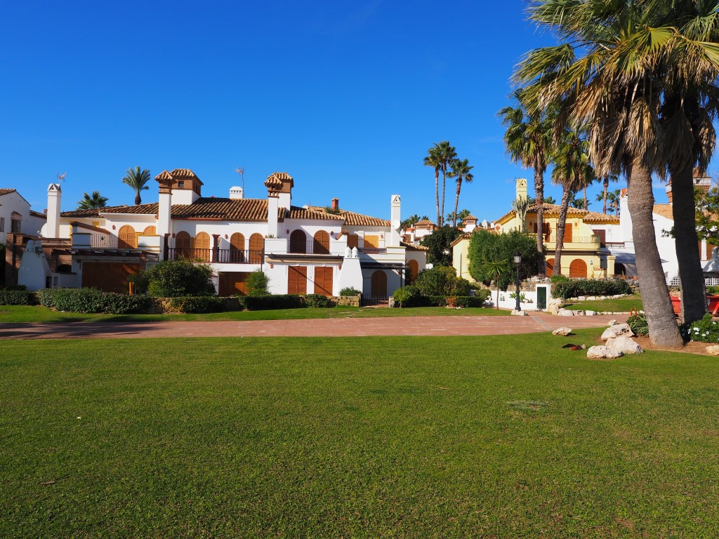 Magnificent semi-detached, very private with sun all day. Located in the beautifull urb. La Alcaides,Spain
