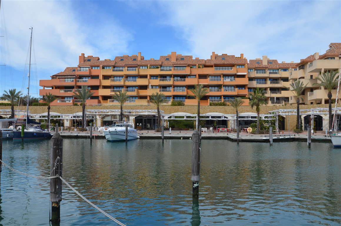 Absolutelly beautiful apartment on the 4th floor of this magnificent complex with spacious comunal a, Spain