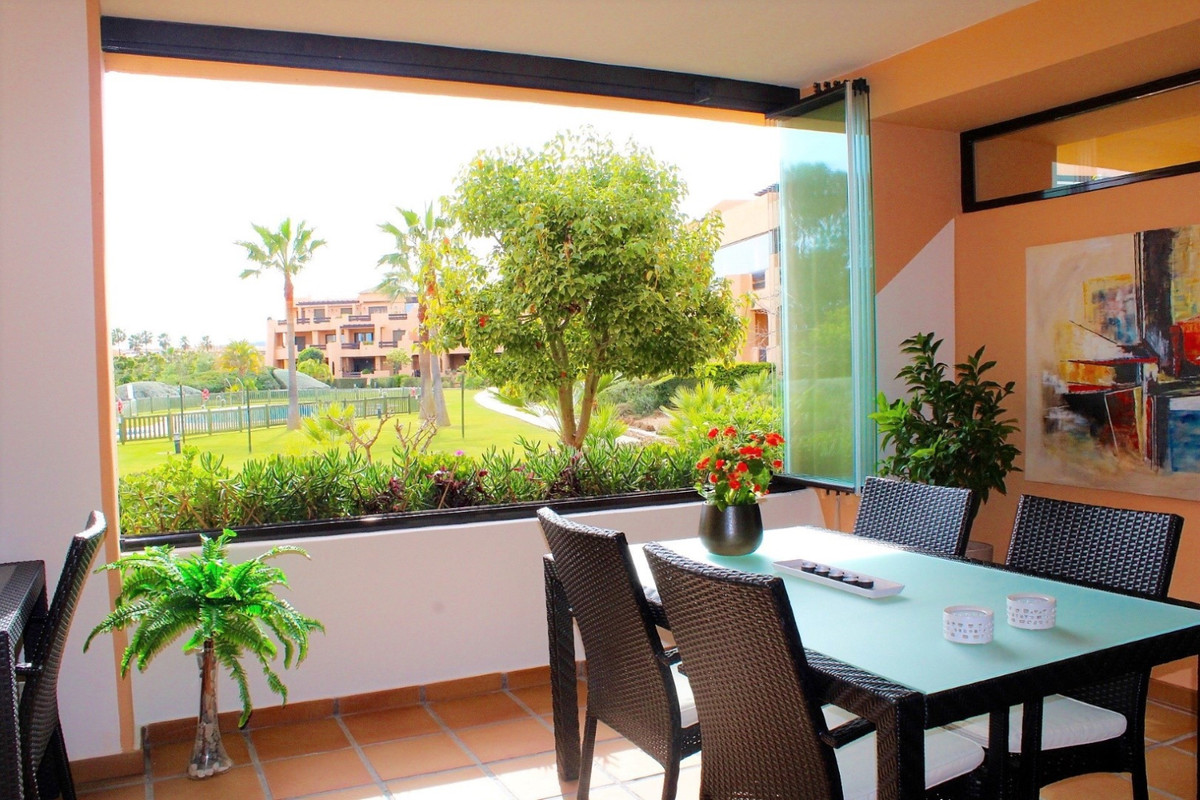 Amazing southwest facing apartment with spacious covered terrace, privat garden and access to the co,Spain