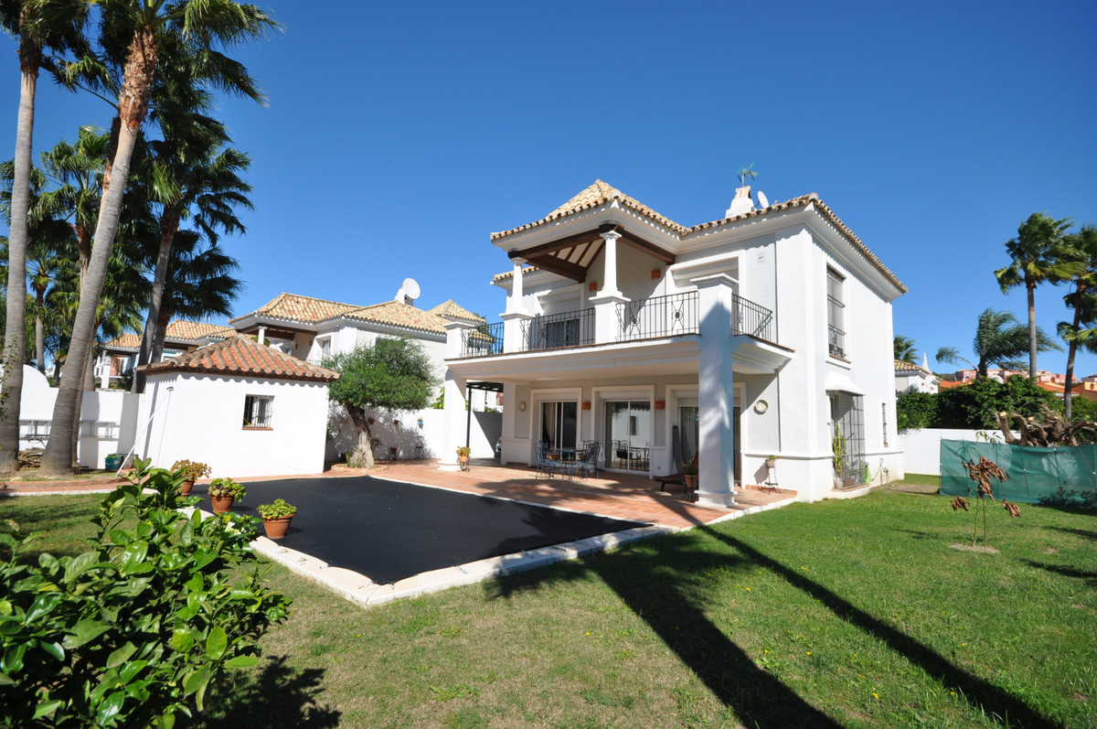 Magnificent villa of quality, excellently built, with a lot of charm and absolutely in perfect condi, Spain
