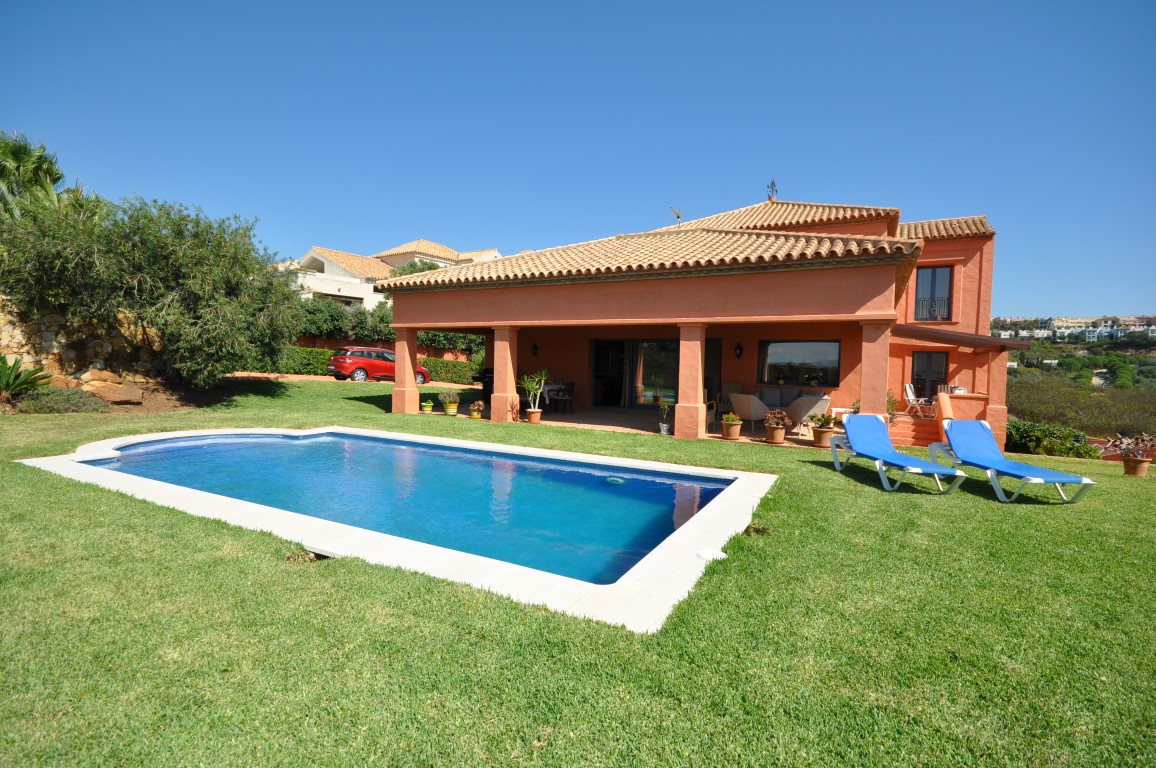 Really atractive villa of excellent qualities and very well built, Distribuited on 2 floors, and in , Spain